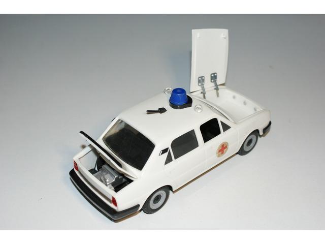 Škoda 120 L KDN sanitka - stará česká hračka